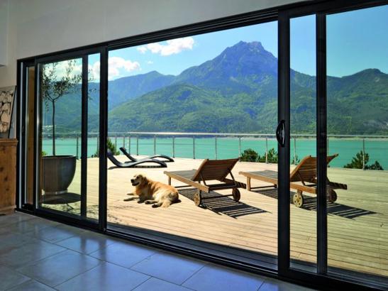 La baie vitr e a de nombreux avantages isolation thermique optimale luminosit exceptionnelle - Store pour baie vitree coulissante ...